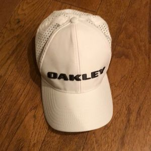 Oakley medium fitted white hat